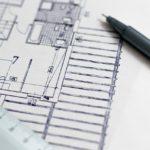 Ein Grundriss eines Hauses mit Stift und Lineal - wichtige Bestandteile für die Bauplanung