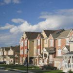 Eine Straße voller amerikanischer Häuser